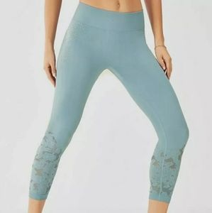 NWT Fabletics Elise Seamless Crop Juniper M Teal